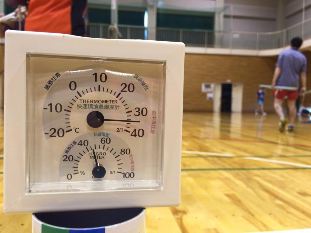 体育館内は今年一番の暑さ!ダイエットに適した?過酷なバドミントンdayとなりました。