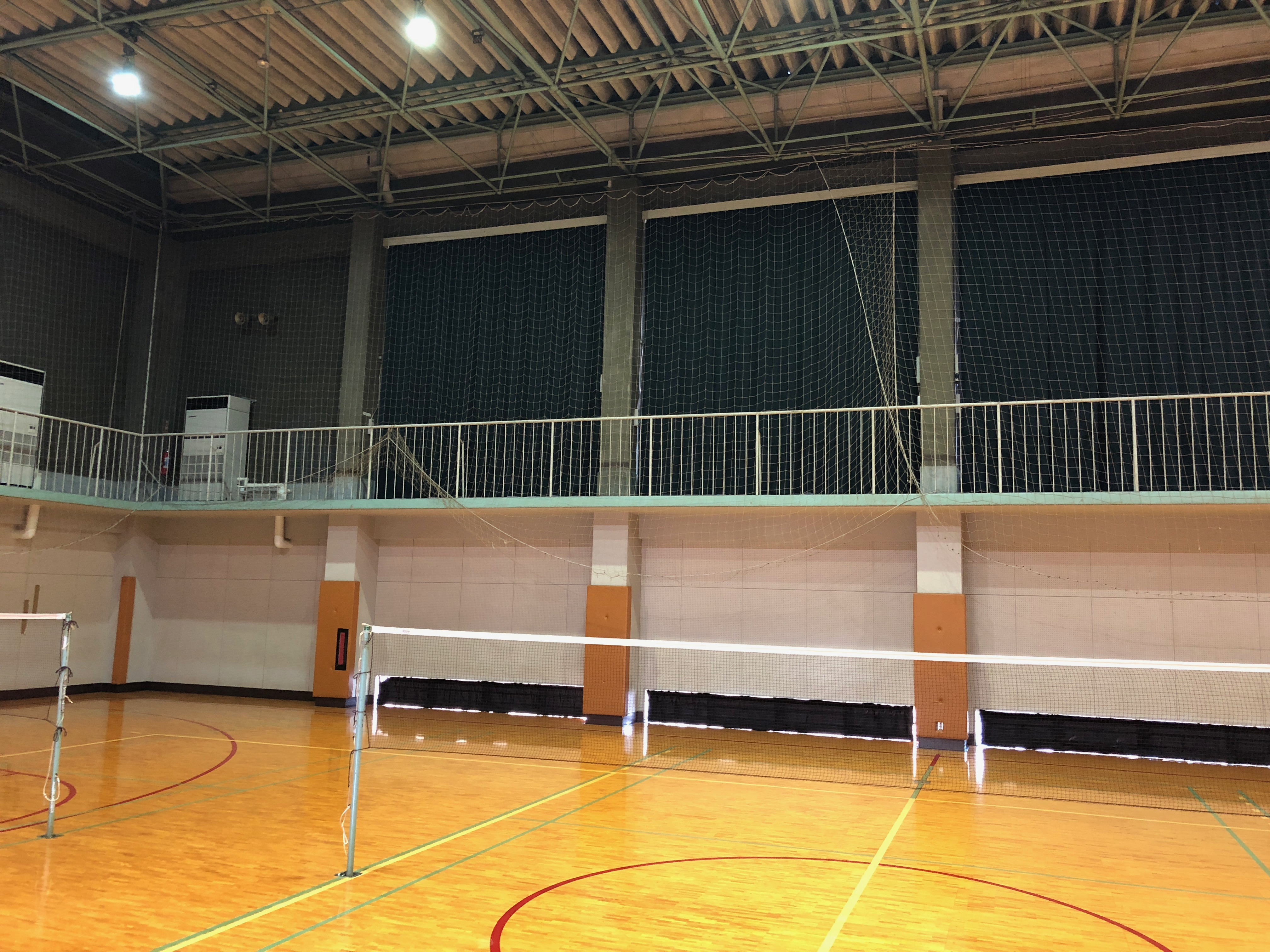カーテンが新品に!エアコンは有料に!駒場体育館 第2体育室での練習